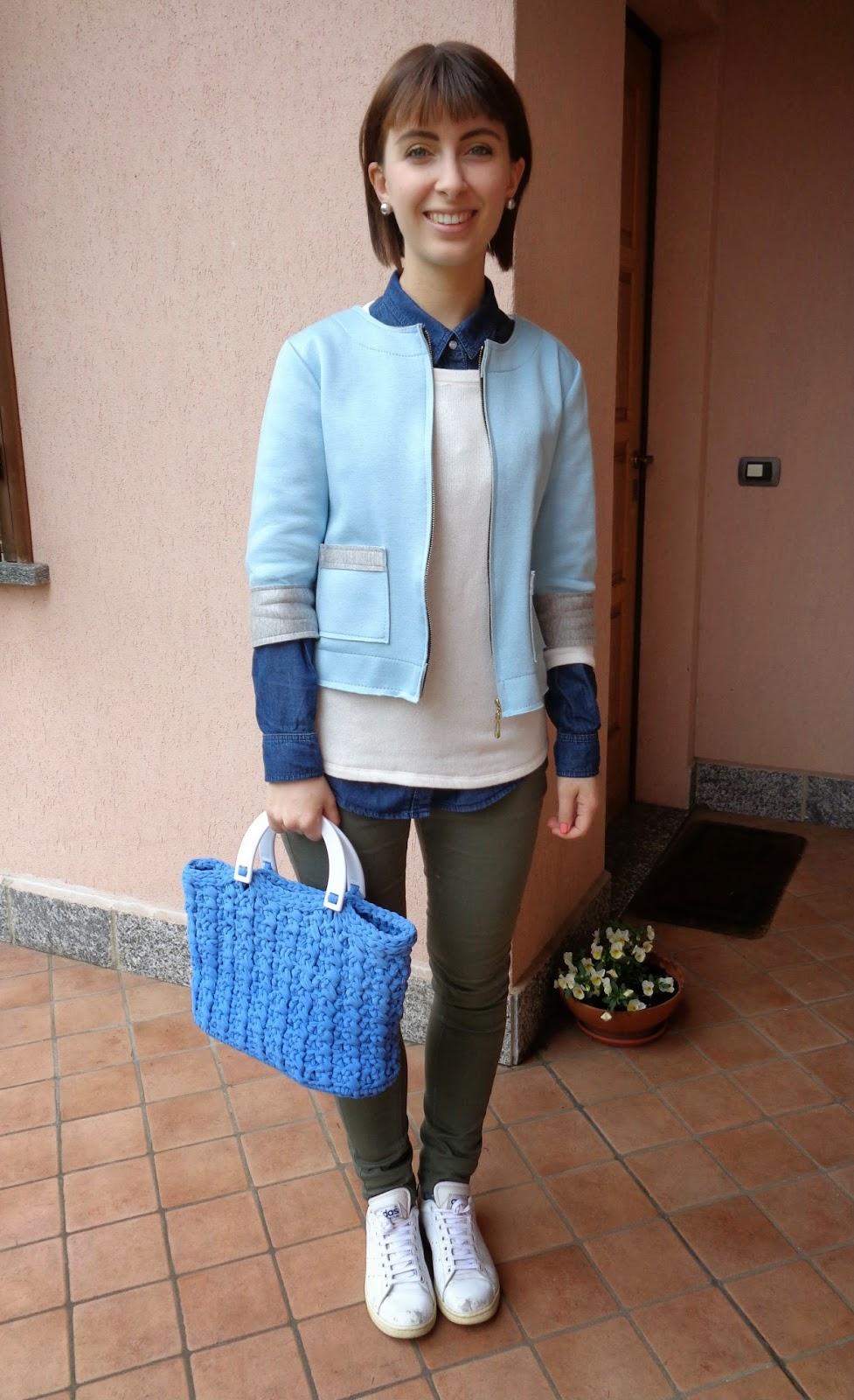 Outfit con borsa a punto Sandra J