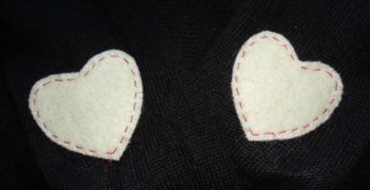 Un piccolo refashion – Toppe in feltro per un vecchio maglioncino