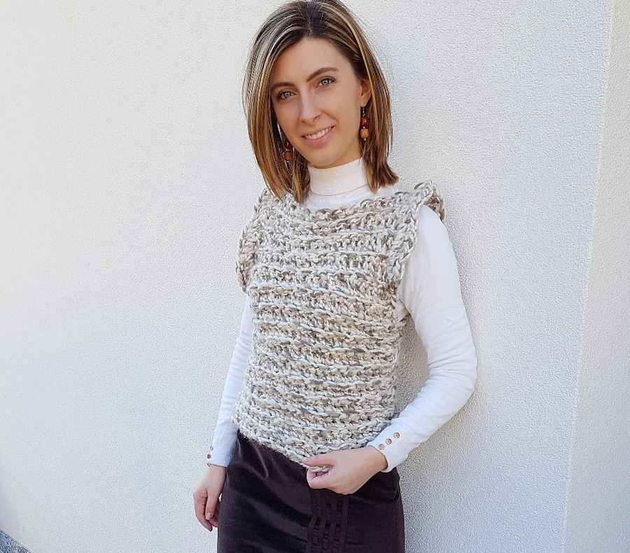 Blusa senza maniche all'uncinetto
