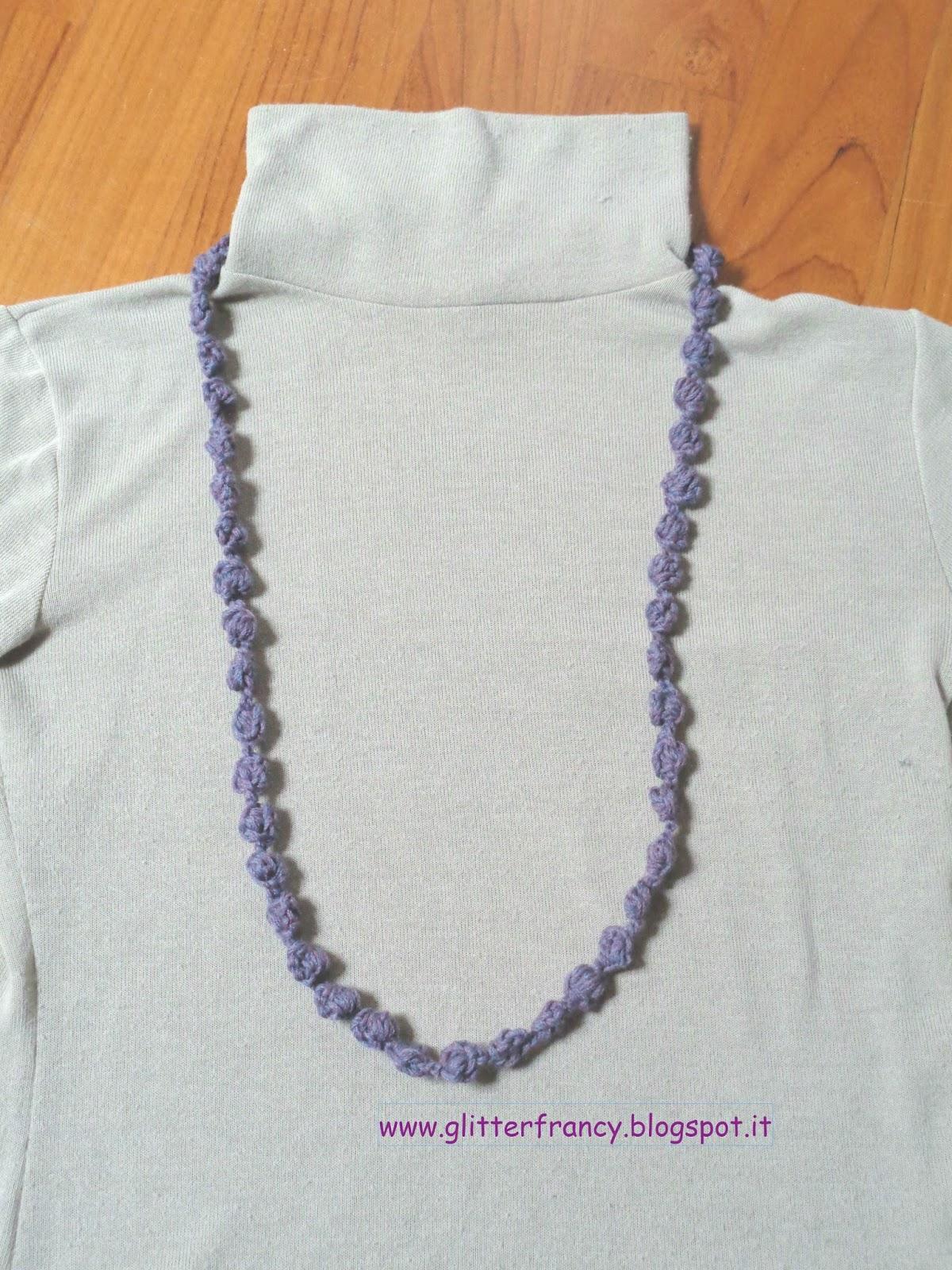 Collana di lana all'uncinetto