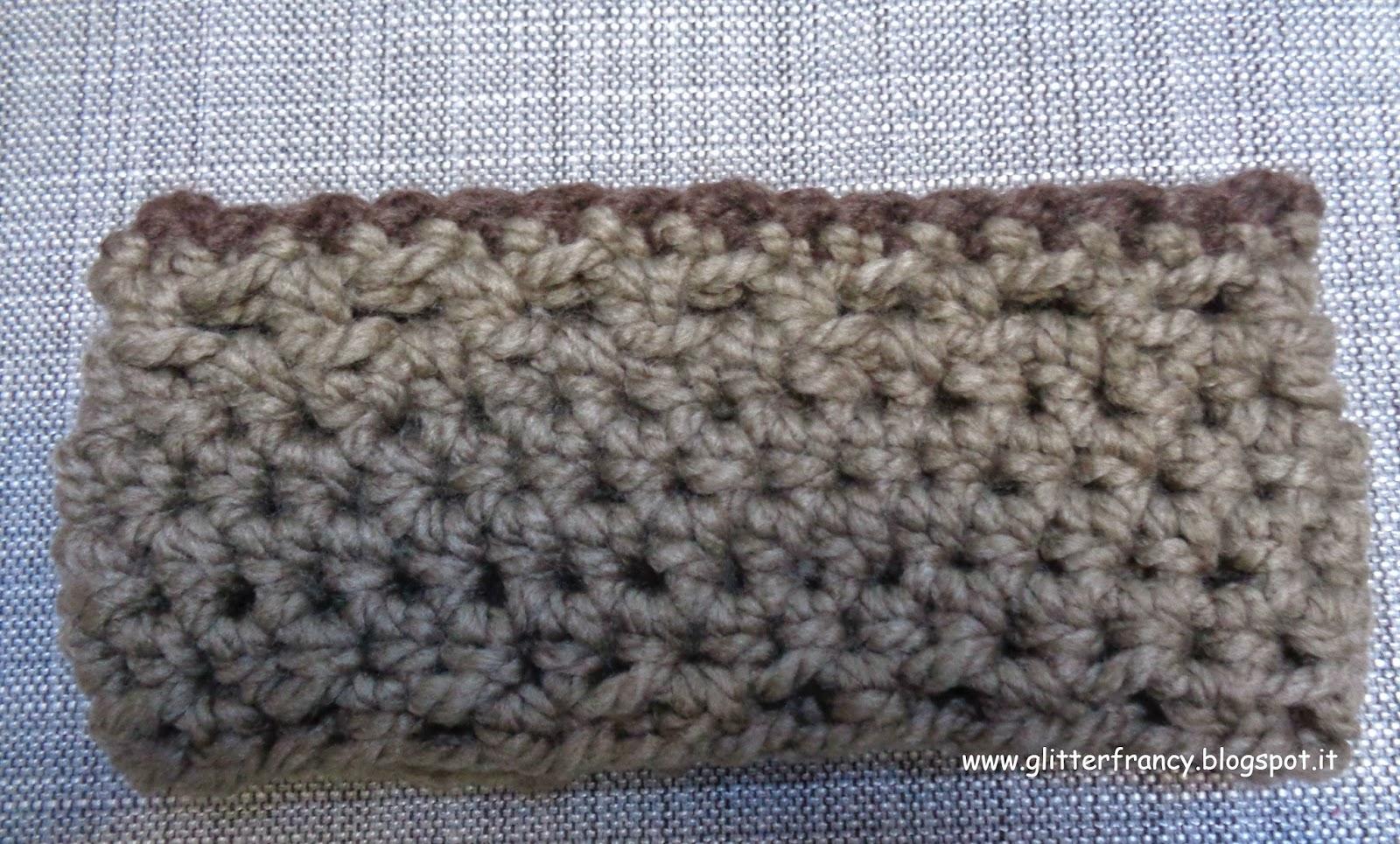 Scaldacollo all'uncinetto con avanzi di lana