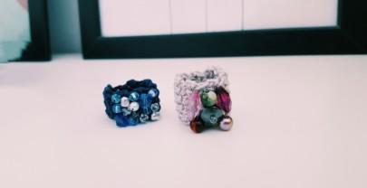 Come fare degli anelli all'uncinetto con perline
